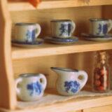ミニチュアの食器棚