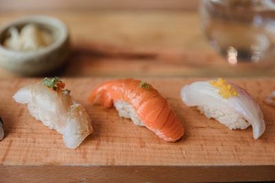並べられた3貫のお寿司