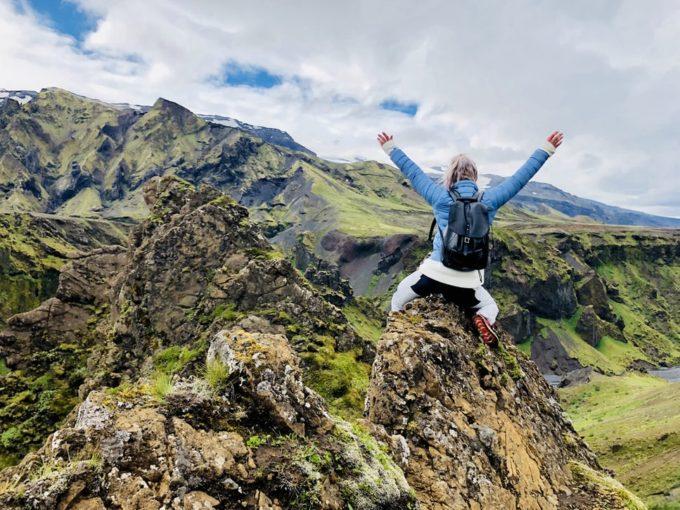 山登りを達成した女性