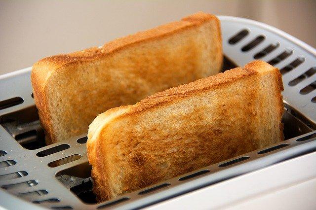 焼きたてのトースト